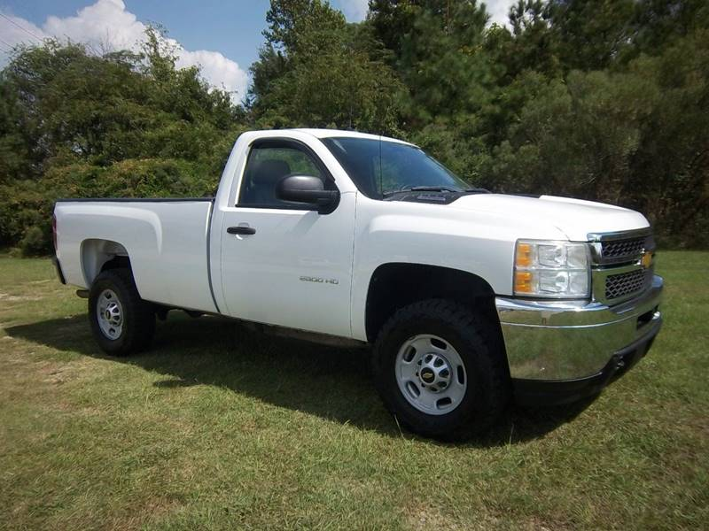 2011 CHEVROLET 2500 HD SILVERADO 2DR REG CAB white looking for a great truck that is extra  clean