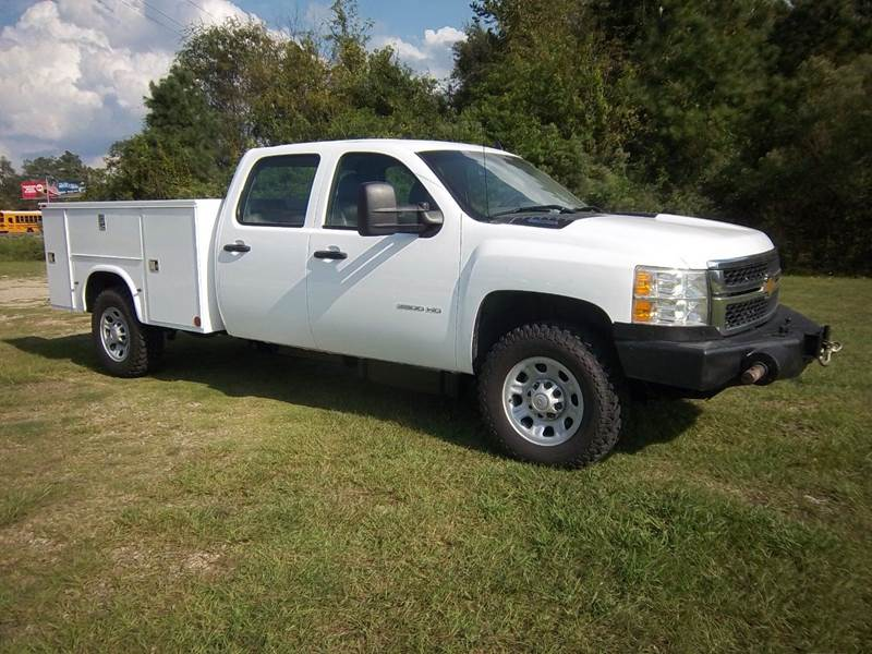 2012 CHEVROLET 3500 4X4 CREW CAB DURAMAX SERV 4DR white talk about a work horse this truck is de