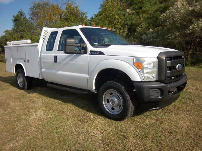 2011 FORD F350 XL 4X4 EXT SERVICE TRUCK 4DR SRWH white this is an extremely nice f350  extended