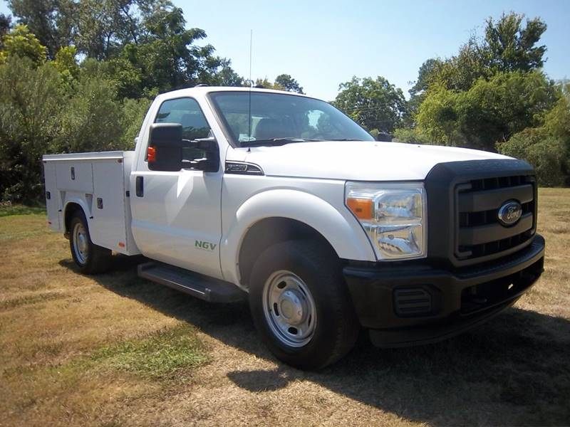 2012 FORD F250 XL SERVICE TRUCK 2DR white if you like putting most of your tools inside the servic