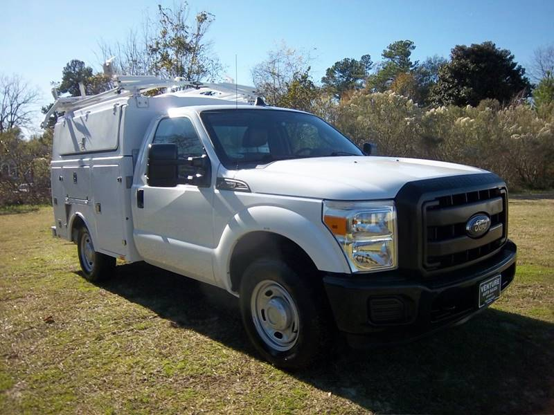 2013 FORD F350 XL ENCLOSED SERVICE TRUCK 2DR white you are going to love working out of this truck