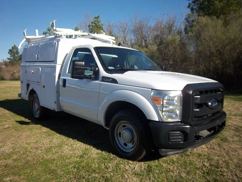 2013 FORD F350 XL ENCLOSED SERVICE TRUCK 2DR white you will love the storage space in this fibergl