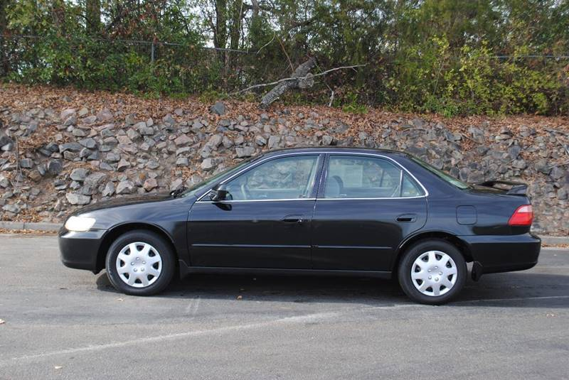 1999 HONDA ACCORD LX 4DR SEDAN black no accidents runs great very clean car front air condit