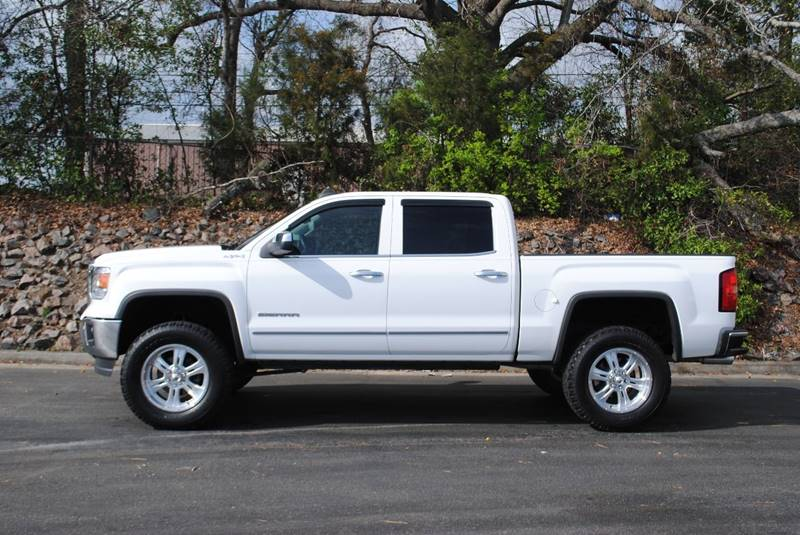 2015 GMC SIERRA 1500 SLT 4X4 4DR CREW CAB 58 FT SB white bumper detail - rear step pickup bed l