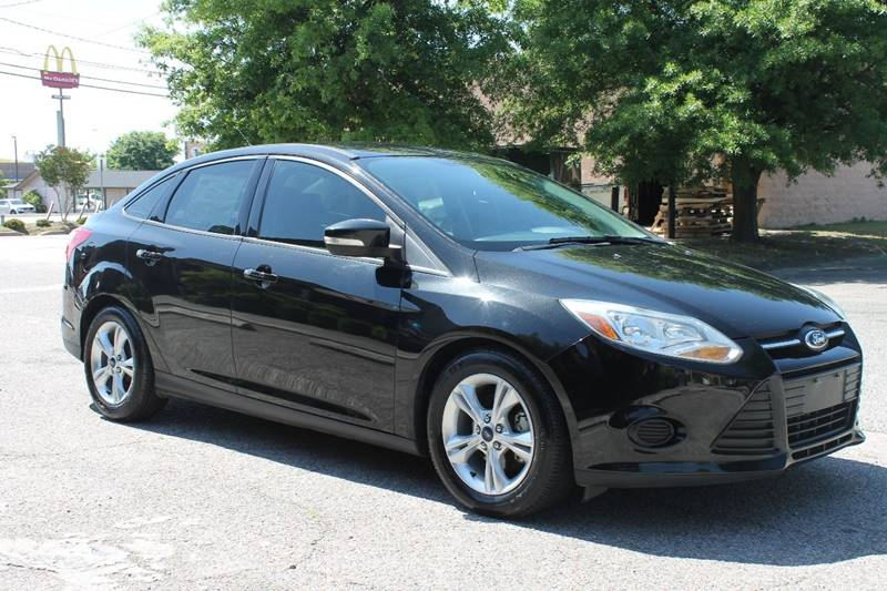 2014 FORD FOCUS SE 4DR SEDAN black clean car low mileage  front bumper color - body-color grill
