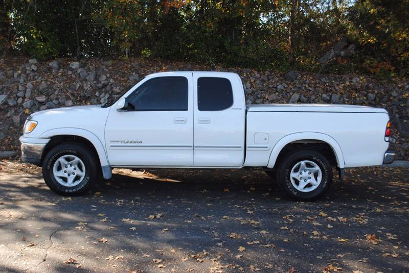 2000 TOYOTA TUNDRA LIMITED 4DR EXTENDED CAB SB white bumper detail - rear step front air conditi