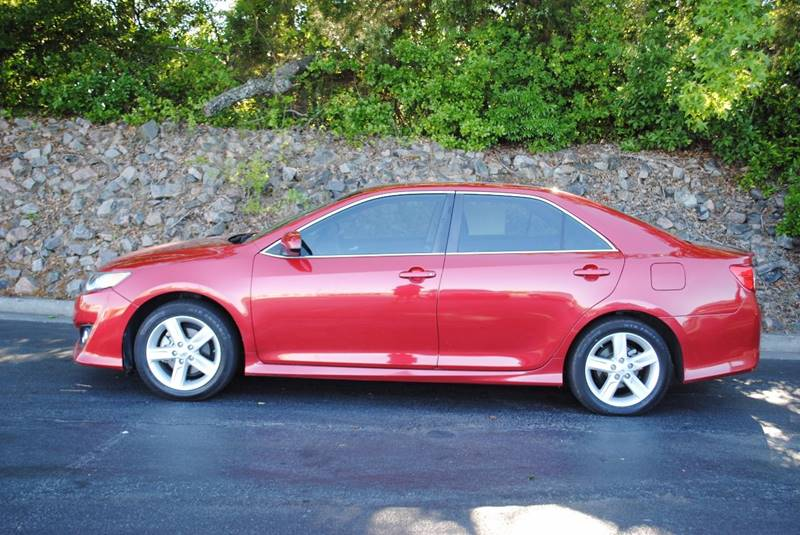 2014 TOYOTA CAMRY SE SPORT 4DR SEDAN red only 1 owner clean sporty car with blue tooth back-u