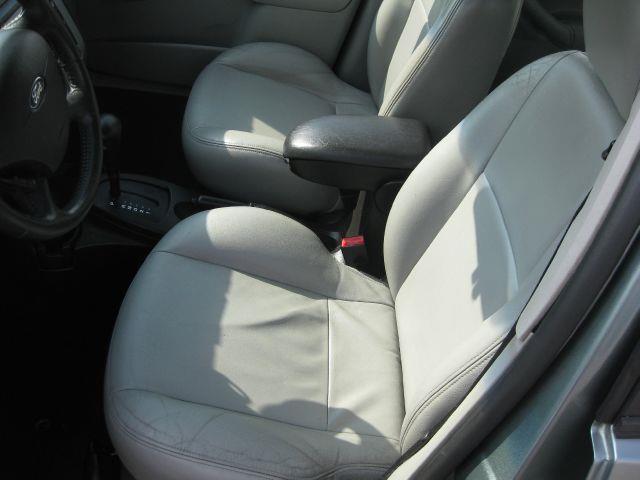 2005 Ford Focus ZX5 SES 4dr Hatchback - Pekin IL