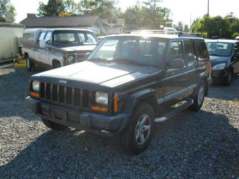 2001 Jeep Cherokee for sale at MIDLAND MOTORS LLC in Tacoma WA