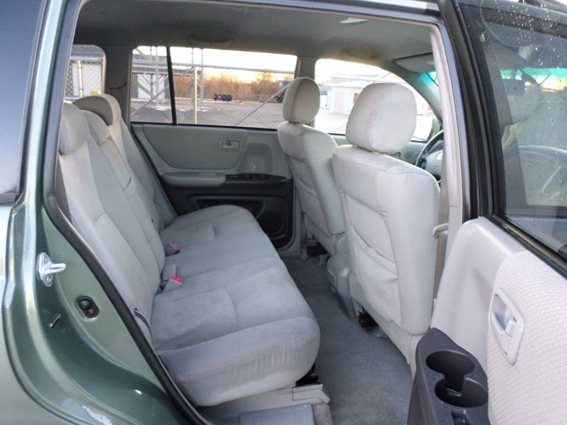 view here toyota highlander captains chairs. Black Bedroom Furniture Sets. Home Design Ideas