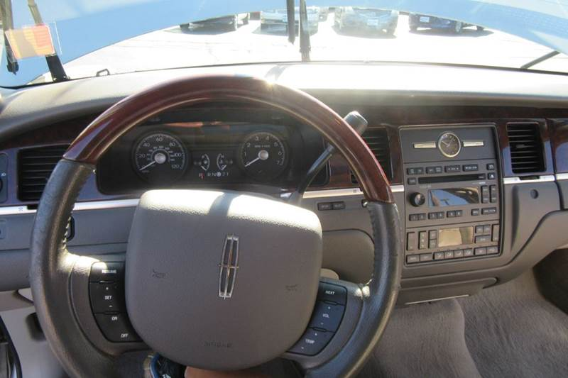 2006 Lincoln Town Car Signature Limited In Michigan City In