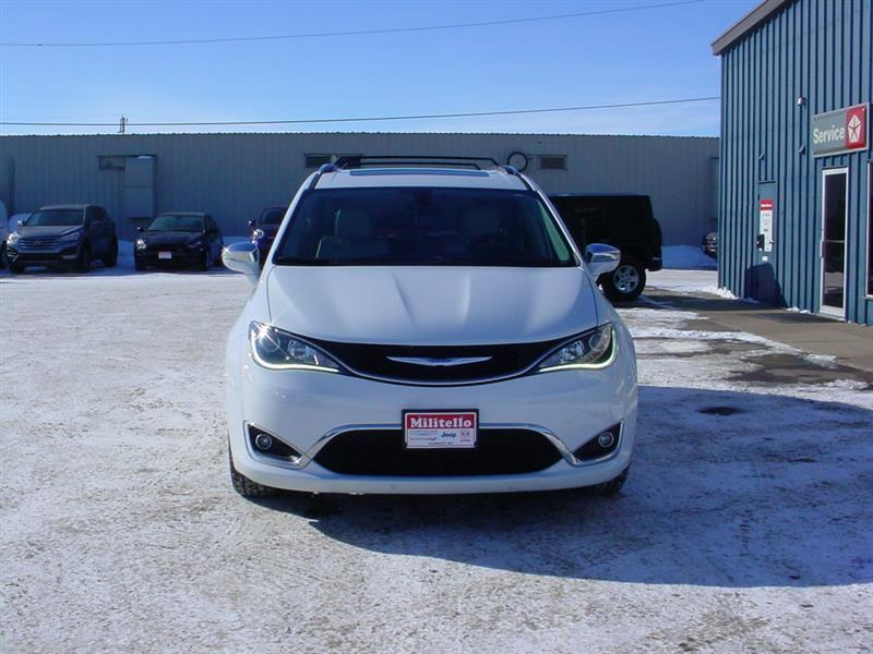 2017 Chrysler Pacifica Limited 4dr Mini Van