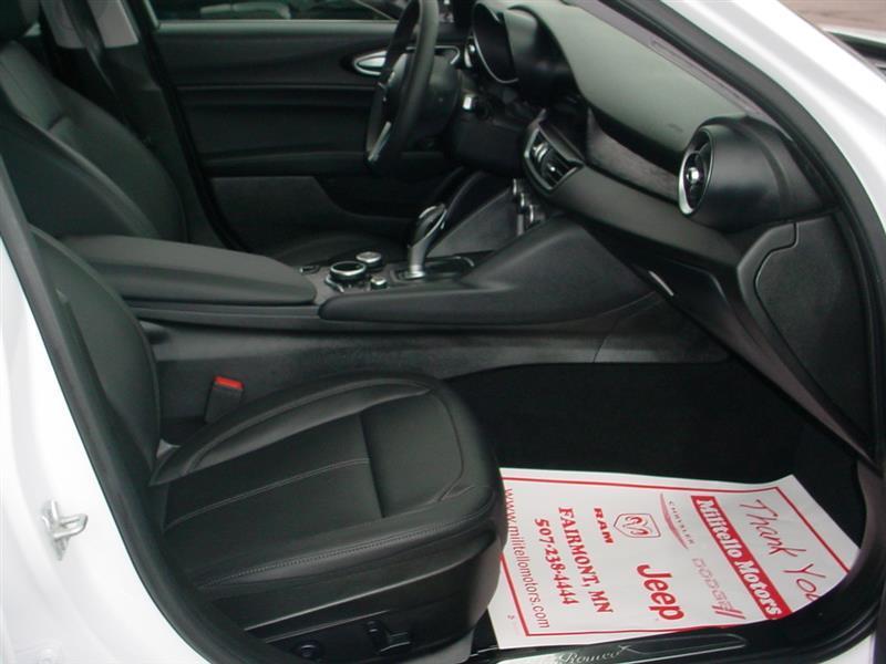 2017 Alfa Romeo Giulia Base AWD 4dr Sedan