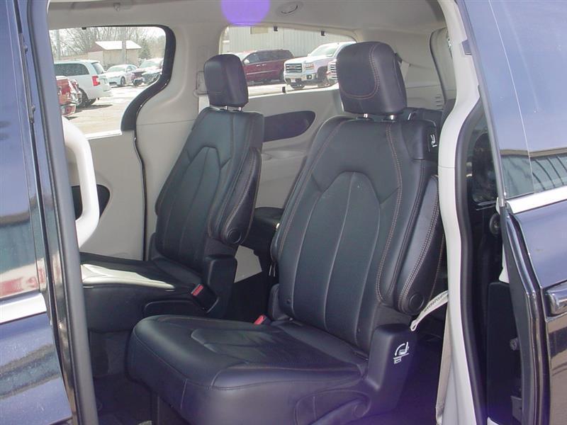2018 Chrysler Pacifica Touring L 4dr Mini Van