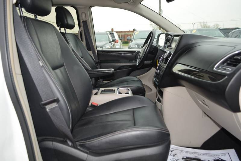 2012 Chrysler Town and Country Touring 4dr Mini-Van - Dearborn MI
