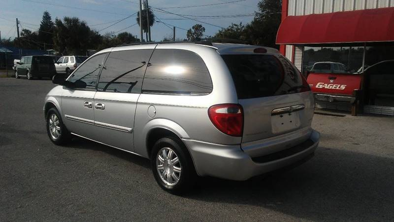 2005 Chrysler Town and Country Touring (image 3)