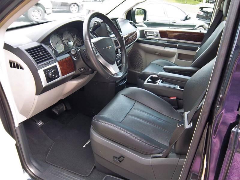 2010 Chrysler Town and Country Touring Plus 4dr Mini-Van - Ephrata PA