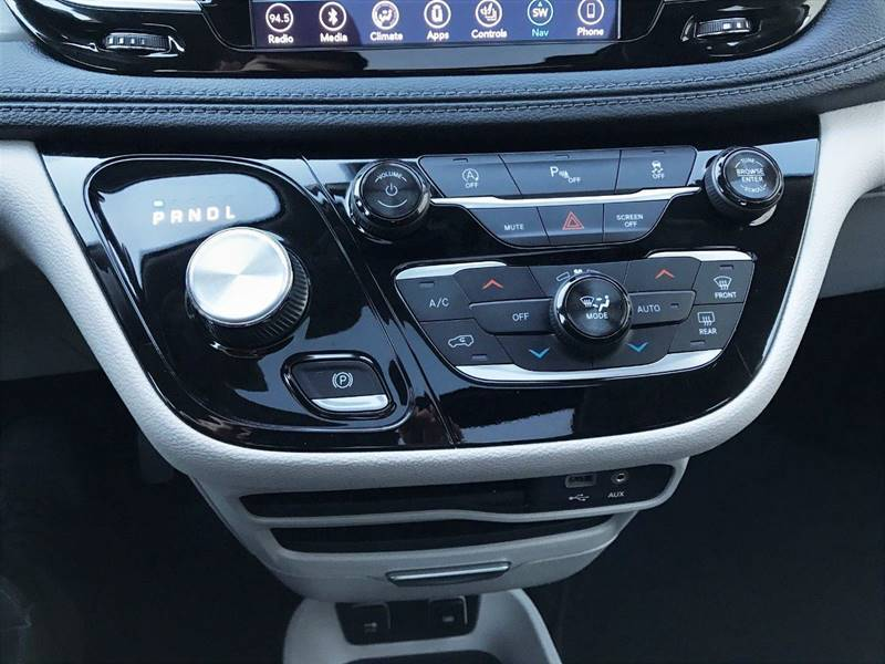 2018 Chrysler Pacifica Limited (image 33)