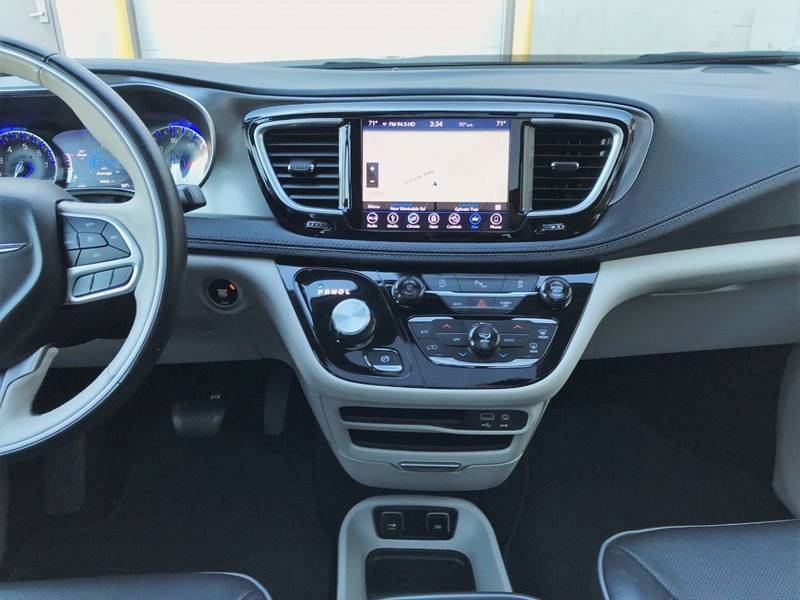 2018 Chrysler Pacifica Limited (image 25)