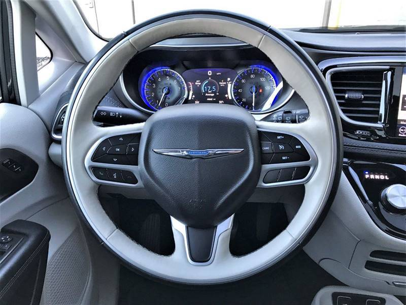 2018 Chrysler Pacifica Limited (image 18)