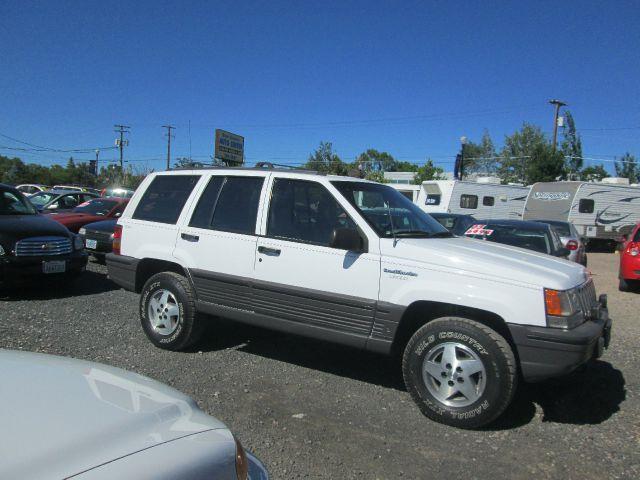 1993 jeep grand cherokee laredo 4dr 4wd suv in redmond or miller 39 s economy auto. Black Bedroom Furniture Sets. Home Design Ideas
