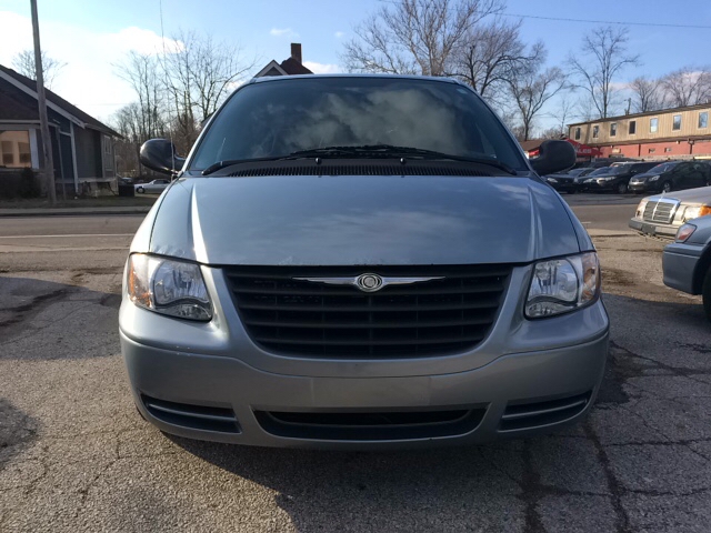 2005 Chrysler Town and Country 4dr Mini Van - Bloomington IN