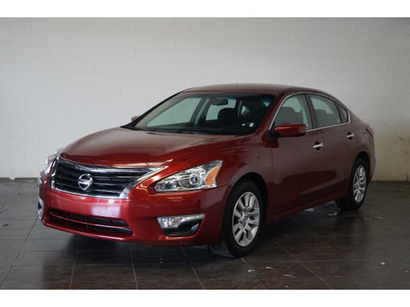 2015 Nissan Altima for sale at FREDY'S USED CAR SALES in Houston TX