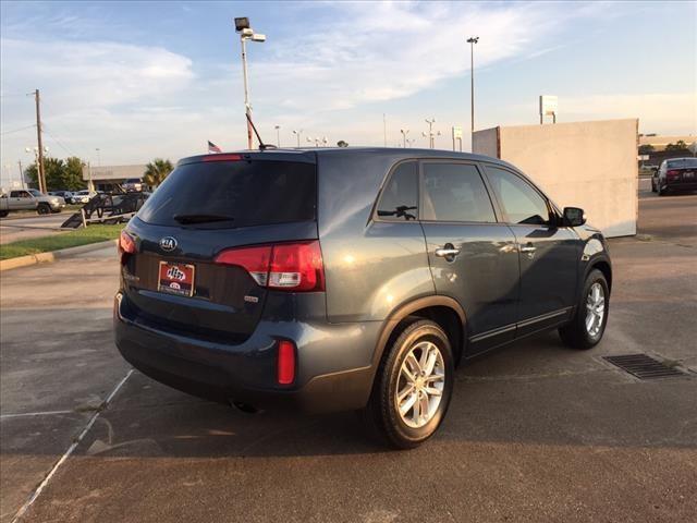 2015 Kia Sorento for sale at FREDY'S USED CAR SALES in Houston TX