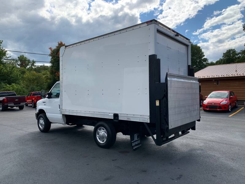 2011 Ford E-Series Chassis E-350 SD 2dr Commercial/Cutaway/Chassis 138-176 in. WB - Uniontown PA