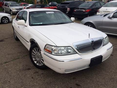 2004 Lincoln Town Car for sale at KB Auto Mall LLC in Akron OH