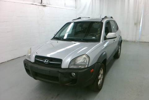 2005 Hyundai Tucson for sale at KB Auto Mall LLC in Akron OH