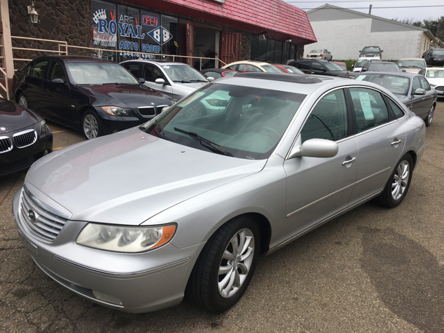 2006 Hyundai Azera for sale at KB Auto Mall LLC in Akron OH