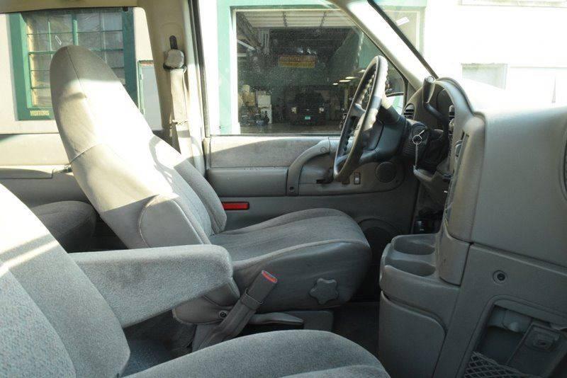 2004 GMC Safari AWD 3dr Mini-Van - Chicago IL