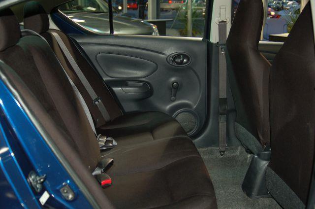 2010 Nissan Versa 1.8 SL 4dr Hatchback - Chicago IL