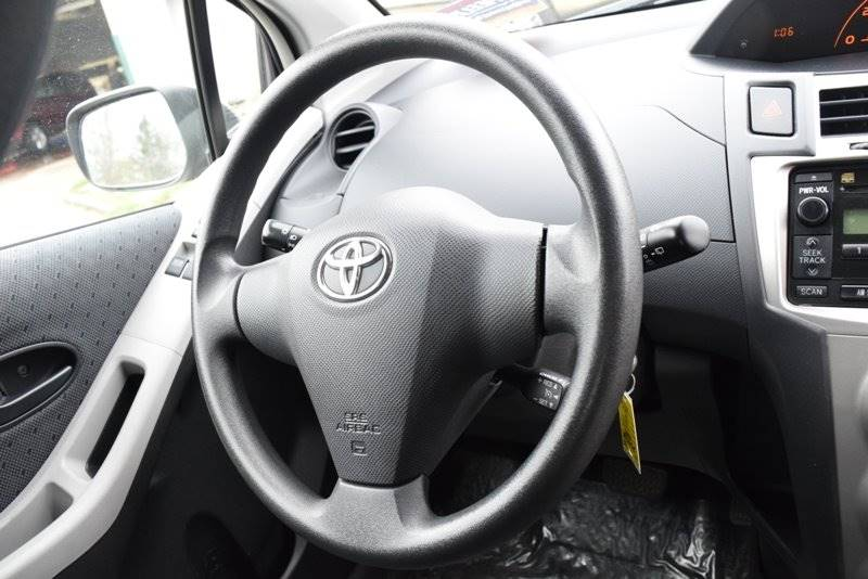 2010 Toyota Yaris 2dr Hatchback 5M - Chicago IL