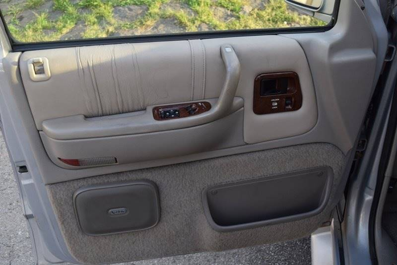 1995 Chrysler Town and Country Base 3dr STD Ext Passenger Van - Chicago IL
