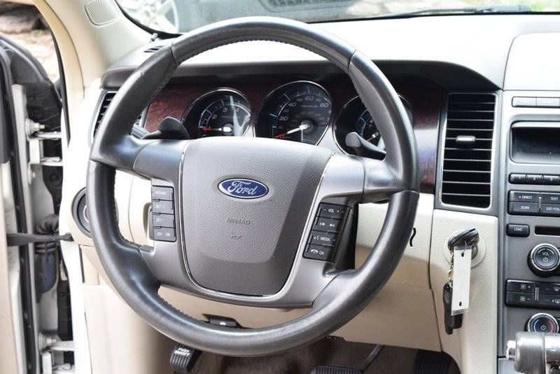 2011 Ford Taurus SEL 4dr Sedan - Chicago IL
