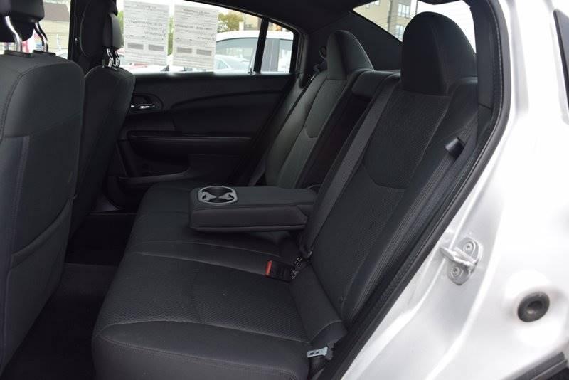 2011 Chrysler 200 Touring 4dr Sedan - Chicago IL