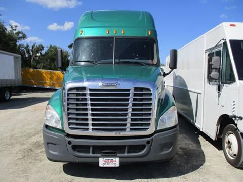 2014 Freightliner CASCADIA CONDO SLEEPR for sale in Sanford, FL