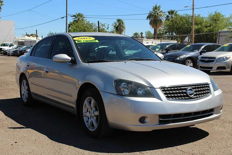 2005 NISSAN ALTIMA 25 S 4DR SEDAN silver are you looking for a great first car or daily driver