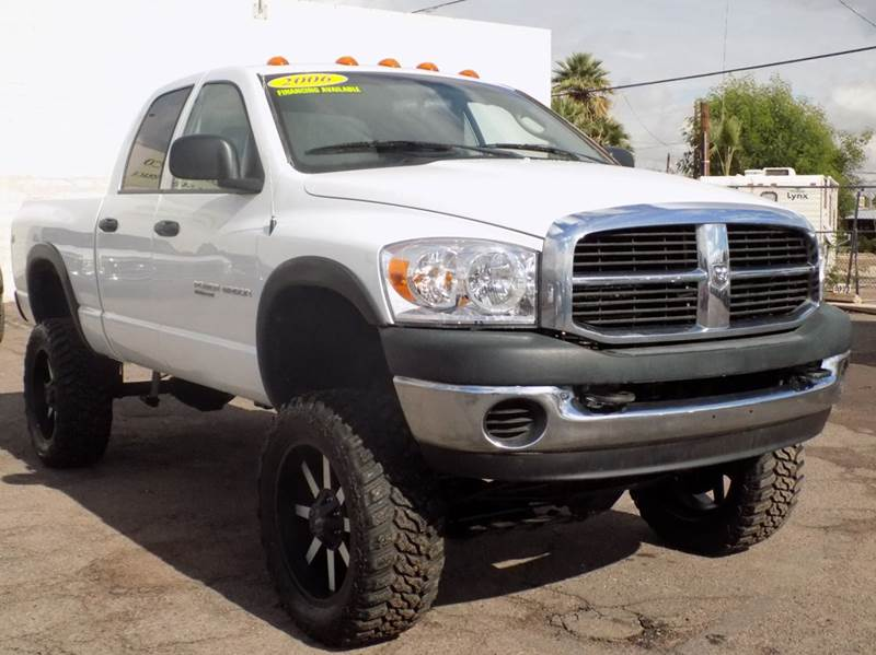 2006 DODGE RAM PICKUP 2500 SLT POWERWAGON 4DR QUAD CAB 4WD white in need of a 4x4 lifted truck t