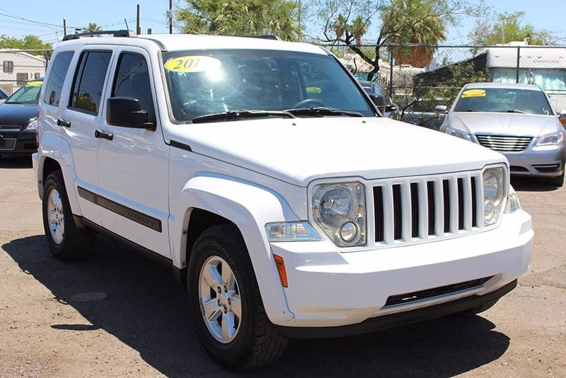 2012 JEEP LIBERTY SPORT 4X2 4DR SUV white looking for a family vehicle if so this 2012 jeep libe