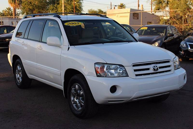 2005 TOYOTA HIGHLANDER LIMITED 4DR SUV W3RD ROW white in need of a compact suv with a third row