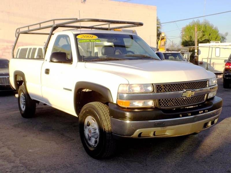 2001 CHEVROLET SILVERADO 2500HD BASE 2DR STANDARD CAB 2WD LB white in need of a heavy duty work t