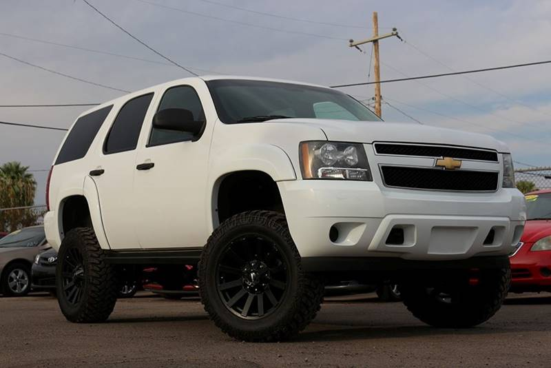 2011 CHEVROLET TAHOE LT white this rugged 2011 chevrolet tahoe is ready for any terrain and will