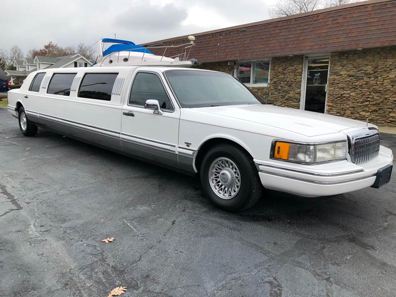 1994 Lincoln Town Car for sale at Approved Motors in Dillonvale OH