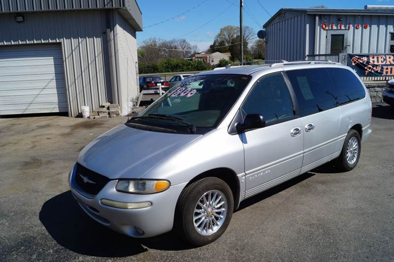 2000 Chrysler Town and Country for sale at Mitchell Motor Company in Madison TN