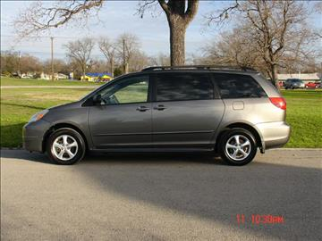 2004 Toyota Sienna for sale at K D AUTO SALES in New Braunfels TX