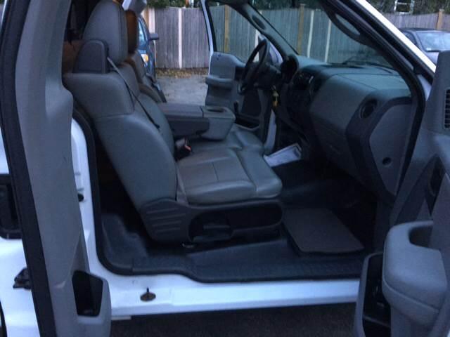 2004 Ford F-150 2dr Standard Cab XL Rwd Styleside 8 ft. LB - Winchester MA