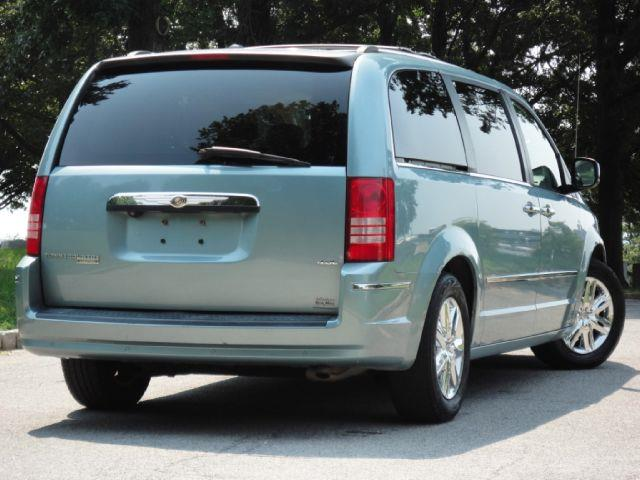 2008 chrysler town and country limited navi back up camera. Black Bedroom Furniture Sets. Home Design Ideas